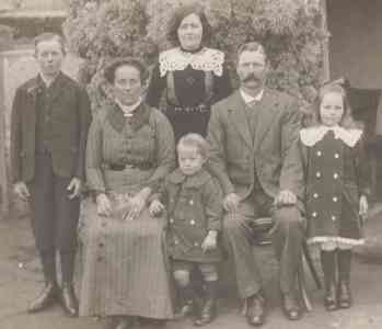 Walter James Childs and family - about 1914